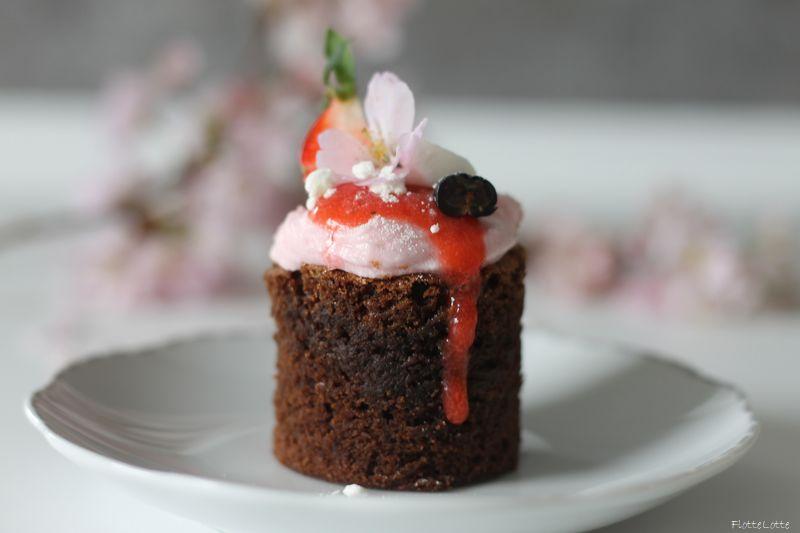 Flotte Lotte   » Brownie Törtchen mit Erdbeer-Creme